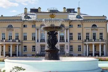 Здание Александринского дворца. Автор — mos.ru