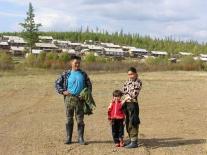 Семья на фоне Суринды (Василий Кимович Харбо и Светлана Владимировна Ленгамо с племянницей)