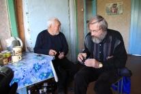 Леонид Михайлович настраивает диктофон для записи