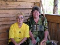 Женщины Суломая: Евгения Герасимовна Суханова (слева) и Таисья Ивановна Салаткина (Тыганова), директор суломайской начальной школы